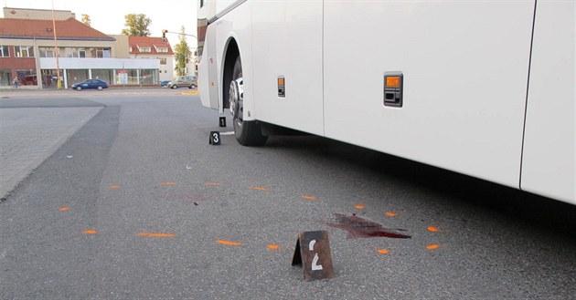 Na Vsetínsku autobus srazil chodce. Muž na místě podlehl svým zraněním