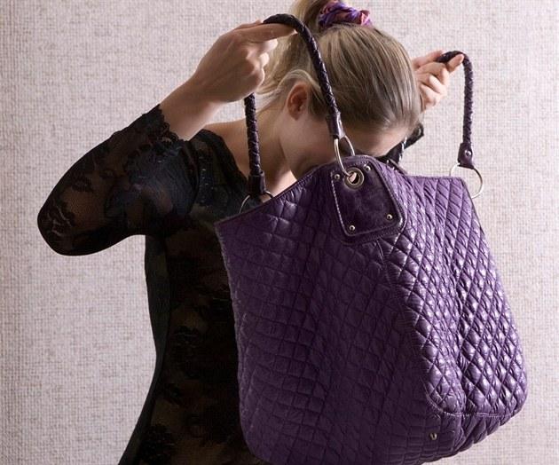 VIDEO  Padělané kabelky vládnou světu. Naučte se poznat originál - iDNES.cz a4e757cce87