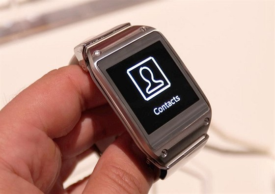 Vyzkoušeli jsme první opravdu chytré hodinky Samsung Gear. Dostaly ... ddfe013f02