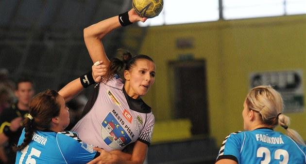 Nikola Šichmanová z Písku zakončuje přes olomoucké Lucie Severovou a Fabíkovou.