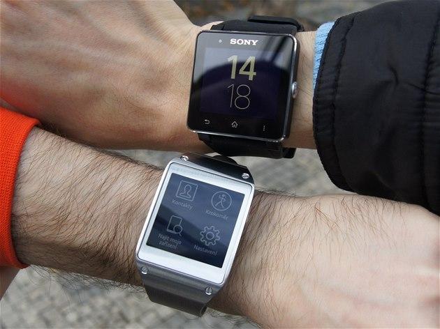 OBRAZEM  Chytré hodinky Sony SmartWatch 2 a Samsung Galaxy Gear - iDNES.cz 1dbc3b8aeb1