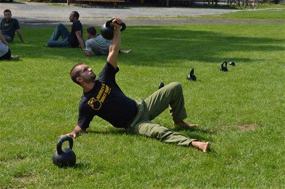 Turecký vztyk je jedním z pilířů systému cvičení ... f19c845bc7