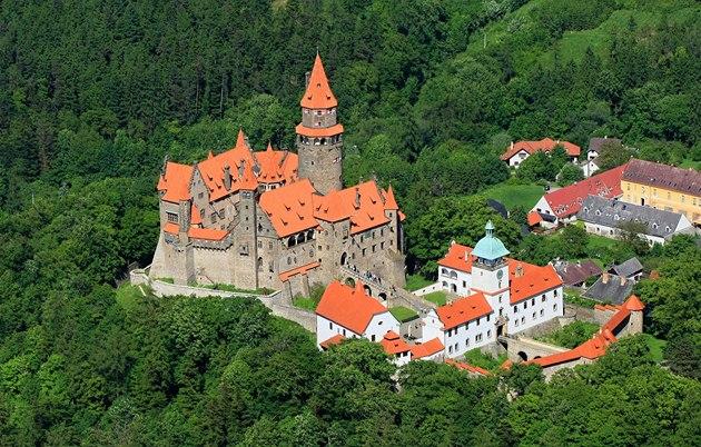 Znalezione obrazy dla zapytania bouzov hrad