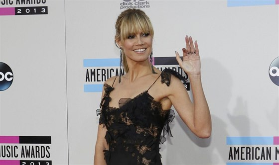 Heidi Klumová na American Music Awards v Los Angeles (24. listopadu 2013)