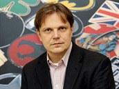 Ekonom Pavel Kohout dlouho radil lidem, aby investovali v české koruně. Teď...