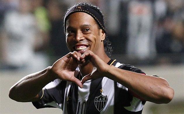 Vrátí se legenda? Ronaldinho možná bude opět hrát fotbal, jedná na Maltě
