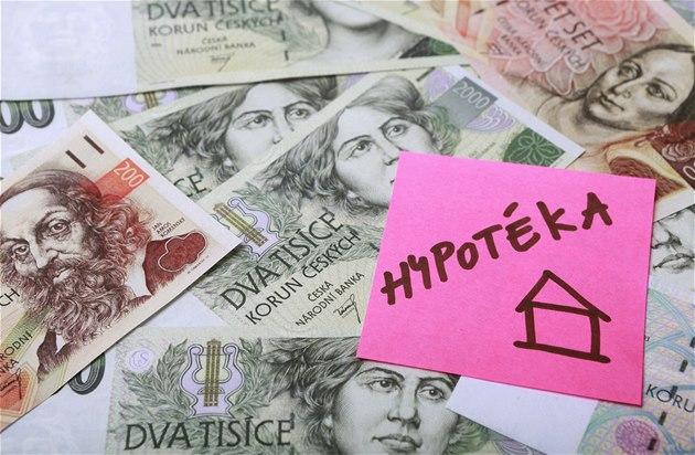 Banky se snaží povzbudit poptávku a přetahují klienty, hypotéky zlevňují