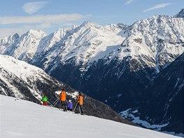 Pohled do Öetztalského údolí od mezistanice na Gaislachkogl
