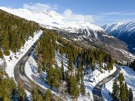 Silnice Gletscherstrasse vede do výšky 2 800 m a je jednou z nejvyších silnic v