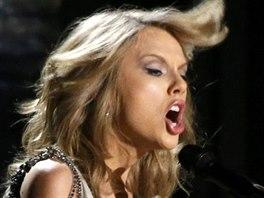 Taylor Swiftová zpívá píseň All Too Well. (Grammy 2013)