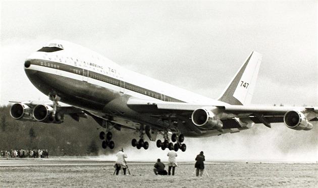 Královna nebes se po 50 letech loučí. Co jste možná nevěděli o Boeingu 747