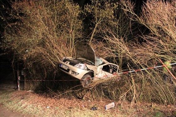 743af506623 Opilý šofér utekl od nehody. Sedmnáctiletá kamarádka na místě ...
