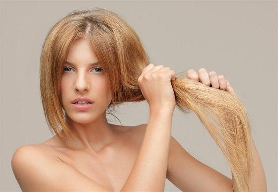 Když vlasy volají doktora  suché vyživujte 784ddeb3650