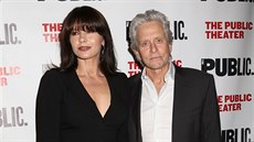 Catherine Zeta-Jonesová a Michael Douglas (New York, 15. dubna 2014)