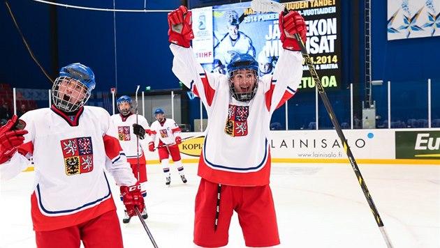 39e981406a97f Čeští hokejisté do 18 let se radují z postupu do semifinále mistrovství  světa.