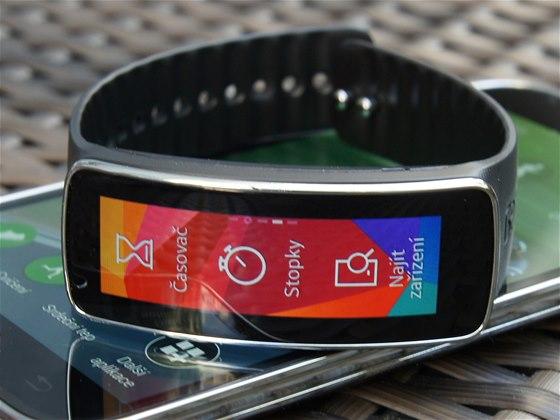 Elegantní hledání smyslu chytrých hodinek. Recenze Samsung Gear Fit ... ad9bb86ad7