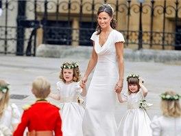 Družičky na královské svatbě vedla Pippa, sestra nevěsty (29. dubna 2011).