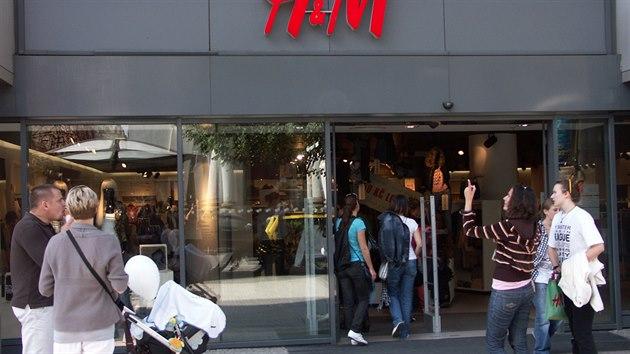 H M bude po četných stížnostech zvětšovat oblečení. Britkám je malé f4ecd5b2cc
