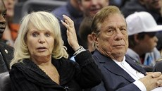Majitel Los Angeles Clippers Donald Sterling a jeho žena Rochelle.