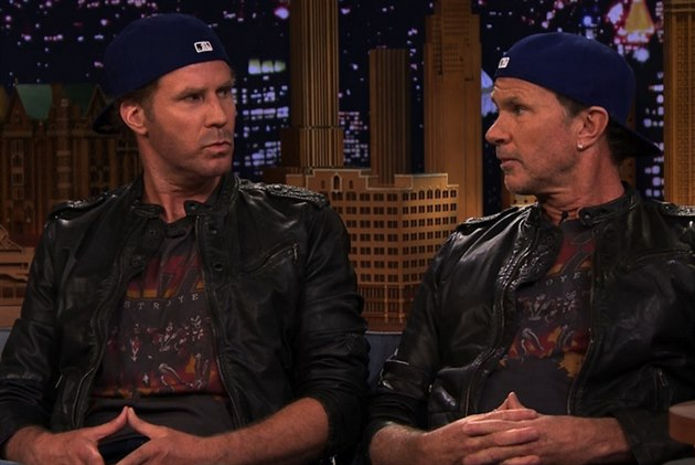 Komik Will Ferrell (vlevo) a bubeník Red Hot Chili Peppers Chad Smith při...