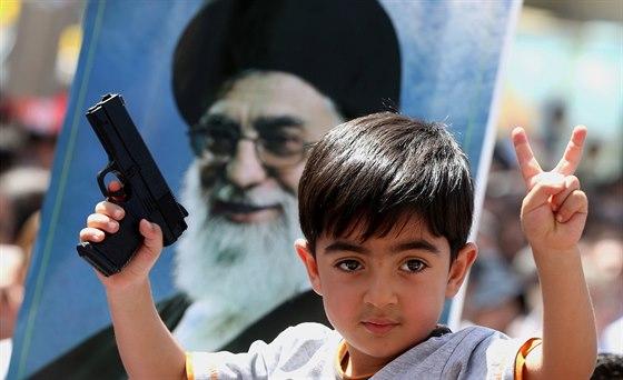Irácký šíitský chlapec s portrétem nejvyššího íránského ... 6b1fff4aac