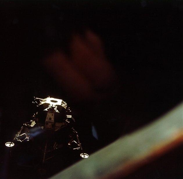 Astronomové po půl století objevili ztracený lunární modul z Apolla 10
