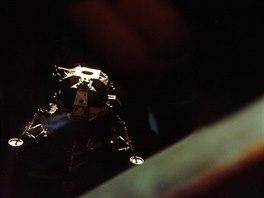Lunární modul Apolla 10 nad Měsícem (foceno z velitelského modulu)