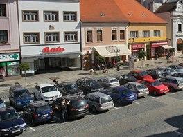 V centru Písku na Velkém náměstí je nyní zhruba 160 parkovacích míst. Nová...