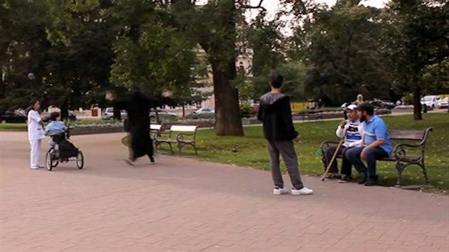 Teplice – Plzeň Photo: VIDEO: Muslimy V Teplickém Parku Zaskočil Tanečník V