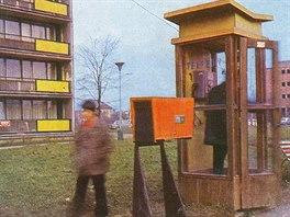 Pražská telefonní budka - Repro z časopisu Umění a řemesla z roku 1975, číslo...
