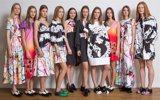 419332d155e Když návrhář myslí na ženy. Budoucnost módy si hraje se všemi smysly ...