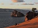 Jezero Bajkal skýtá se svým okolím krásné scenérie.