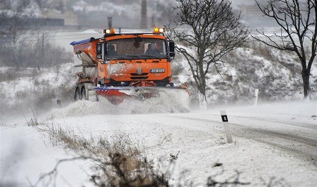 Silničáři fasují sůl i roušky, starají se o sjízdnost 1900 kilometrů cest