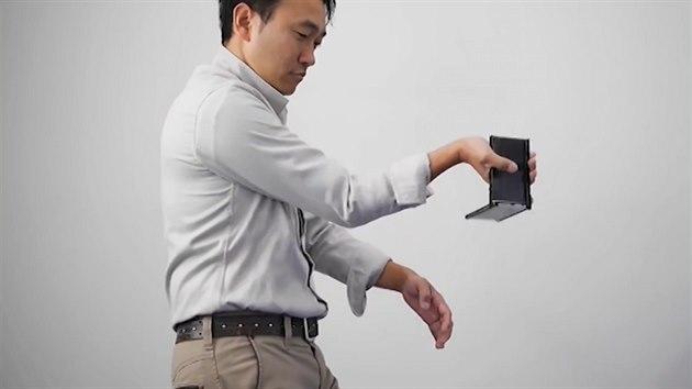 """Chtěl odletět s iPhonem """"převlečeným"""" za pistoli 9fd59c6ecbd"""