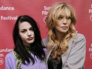 Frances Bean Cobainová a její matka Courtney Love (Park City, 25. ledna 2015)