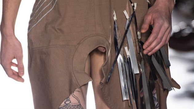 Návrhář Rick Owens odhalil modelům penisy na přehlídce podzim-zima 2015 v. 01cb73b364