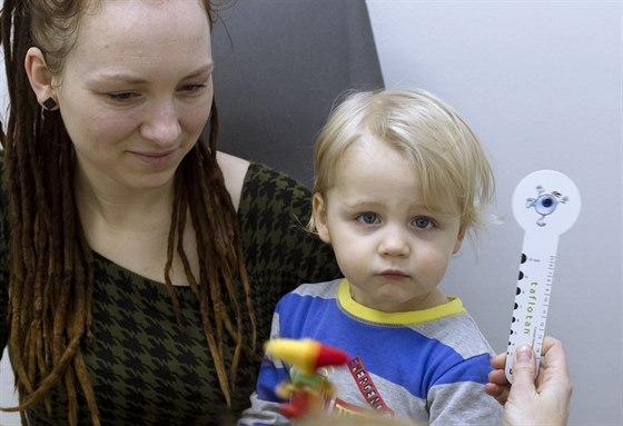 0e5de12cf Oči lze vyšetřit i půlročnímu dítěti, pár minut mu může zachránit ...