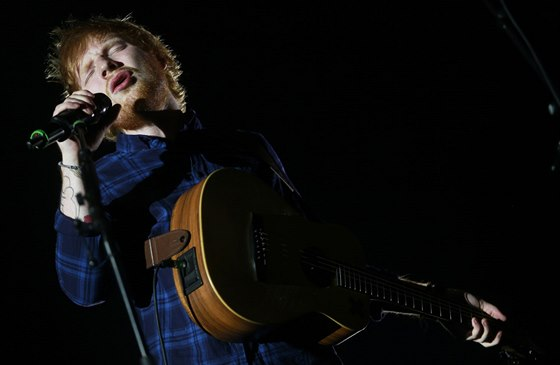 Recenze Ed Sheeran Dokazuje Ze Je Pisnickarem Pro 21 Stoleti