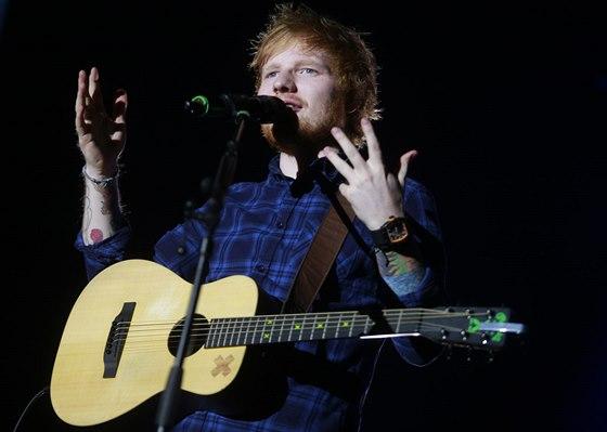 Recenze Ed Sheeran Zboril Halu Jednou Kytarou A Dvema Mikrofony