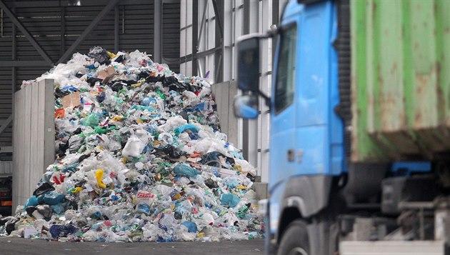 Dovoz nelegálního odpadu enormně narůstá. Vozí se z Německa i Itálie