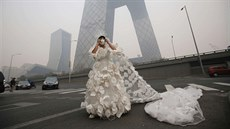 Kong Ning wears a wedding dress decorated with 999 face masks for...