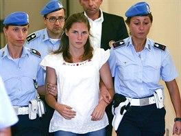 Soud s Amandou Knoxovou a jejím přítelem Raffaelem Sollecitem. Obžalovaná na...