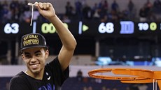 Tyus Jones dovedl basketbalisty Duke k titulu v univerzitní soutěži NCAA,...