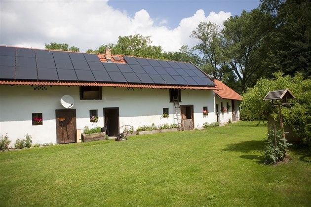 Soláry na střechách jsou prodejním hitem. Rostou u Prahy i na Moravě