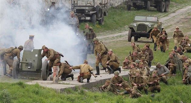 Věnce i letadla. V Moravskoslezském kraji chystají oslavy konce války
