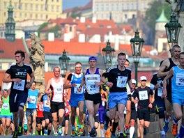 Pražský maraton přilákal deset tisíc běžců.