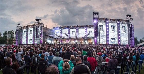 bf6bc456ecec Open air turné kapely Kabát s dvanácti koncerty ve dvanácti městech končí v  pátek v Pardubicích