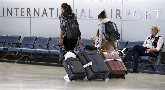 Léky, kosmetika, notebook. Jak zabalit kufr do letadla a projít kontrolou