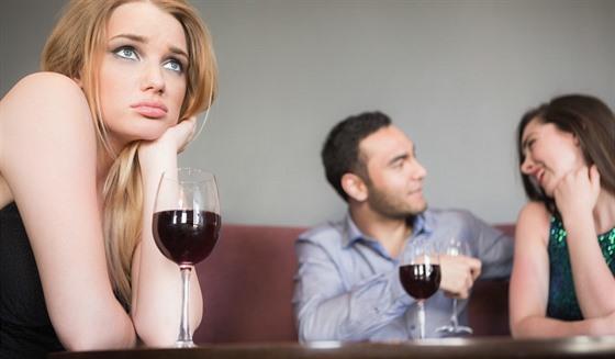 flirtuje online seznamovací zprávy