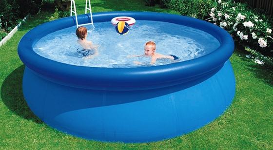 e48127fe33 Pro svlažení dospělého je malý nafukovací bazének v pohodě.